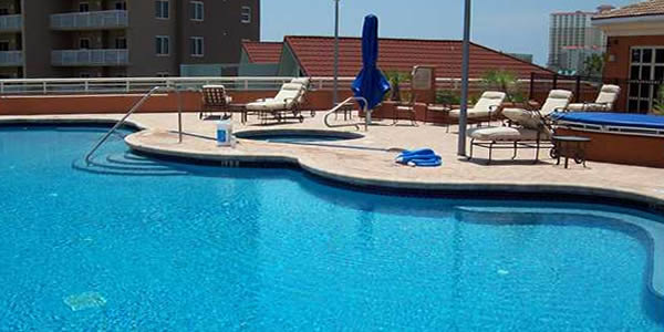 Pool at the Verandas