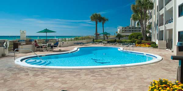 Emerald Towers Oceanfront Pool