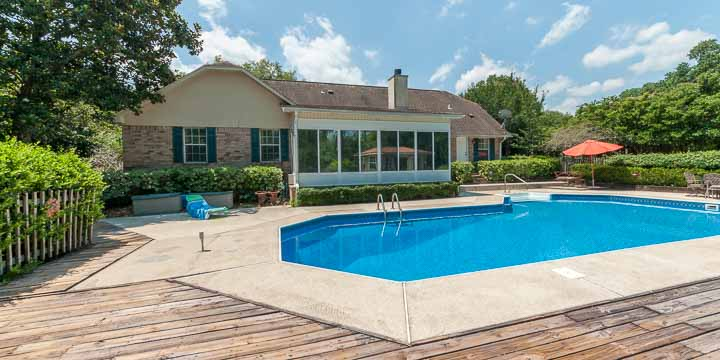 Pool at 1721 Kings Way Drive