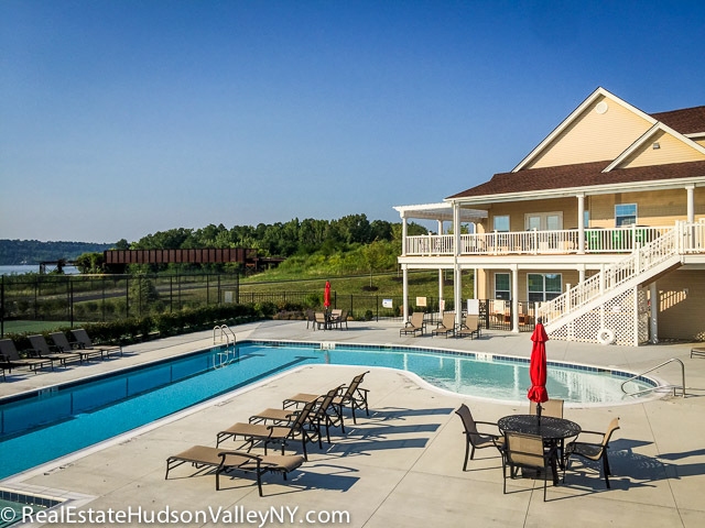 Overlook Pointe in Fishkill swimming pool