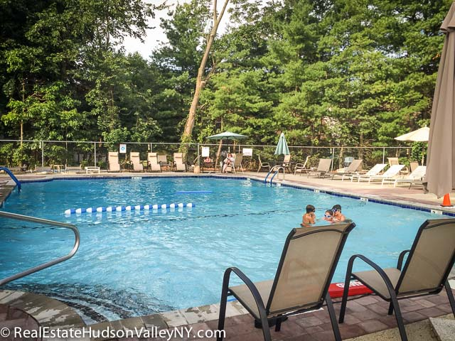 Knolls at Rmapough Townhouses for Sale in Suffern