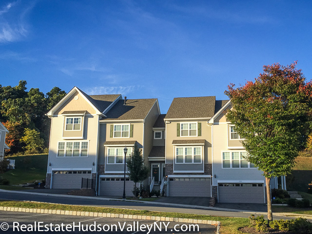The grove townhomes for sale in new windsor ny real for Townhomes for sale in nyc
