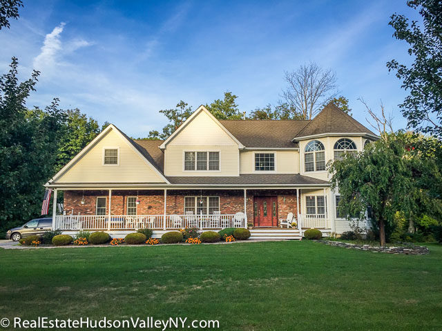 Homes for sale in Woodbury NY