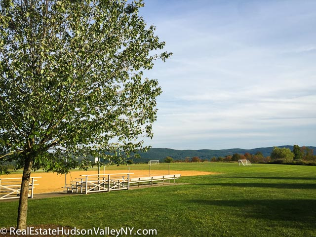 Earl Reservoir Park in Woodbury NY