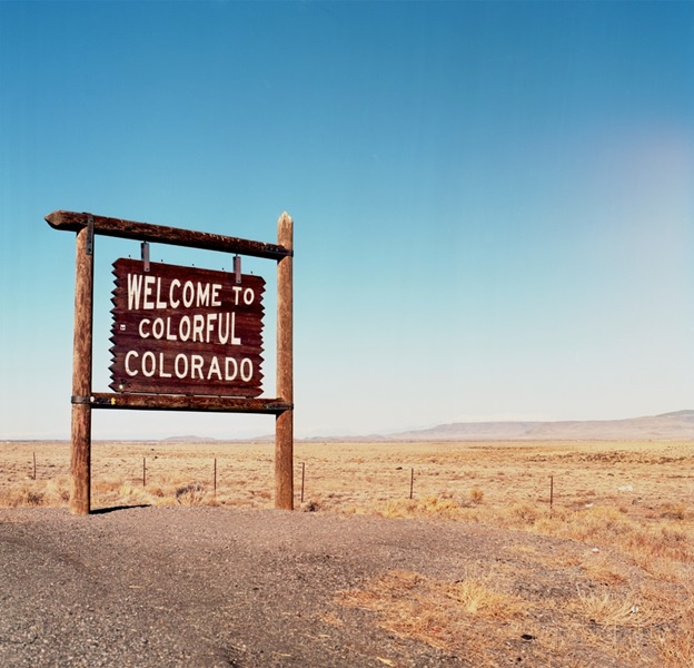 a welcome sign for Colorado