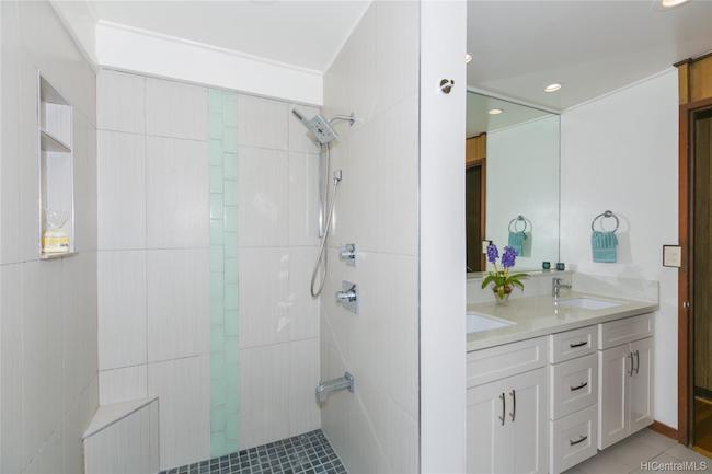 3247 Melemele Remodeled Bath