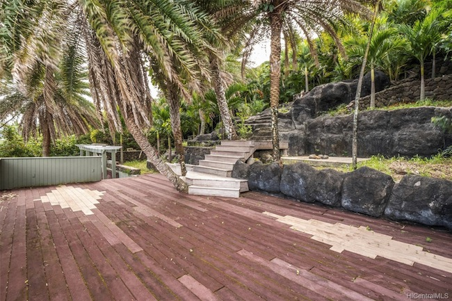 Cliffs at Pohakea Backyard Deck