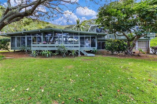 Mid Century Modern Lanikai home built in 1959
