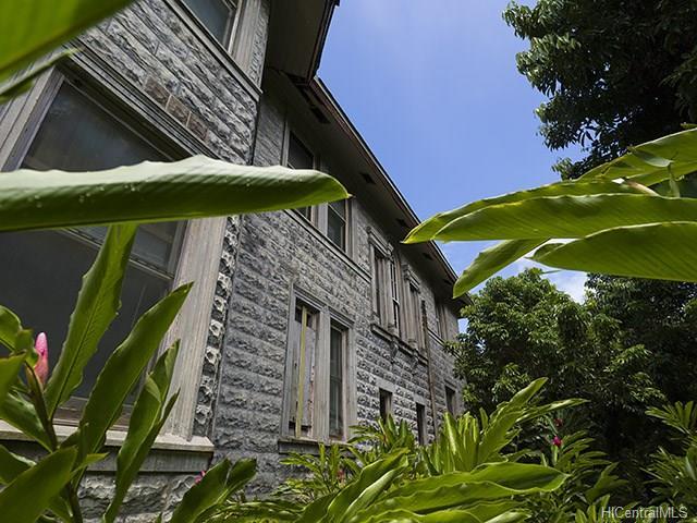 Nuuanu Concrete Exterior