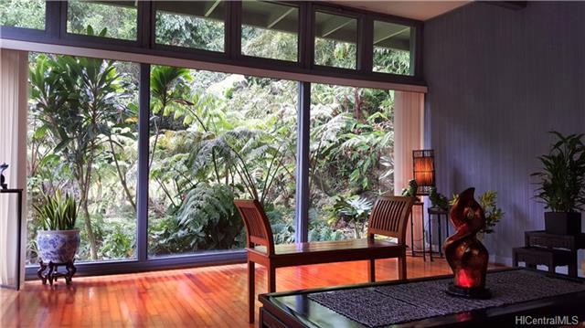 Preis Blue Living Room