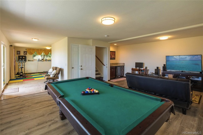 Saint Louis Heights Pool Table