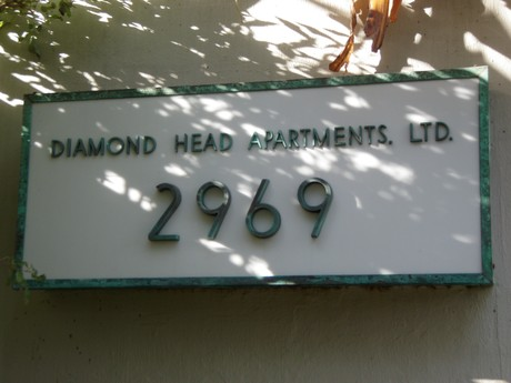 Diamond Head Apartments Sign