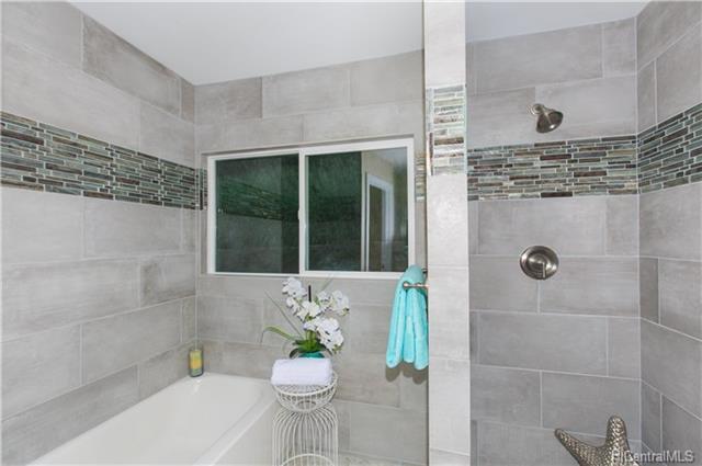 Bath - 1215 Akipola St, Kailua 96734