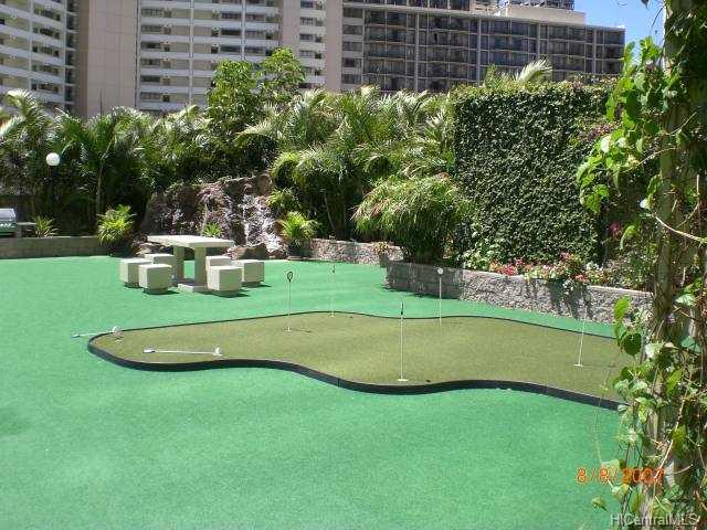 Chateau Waikiki Golf - Putting Area