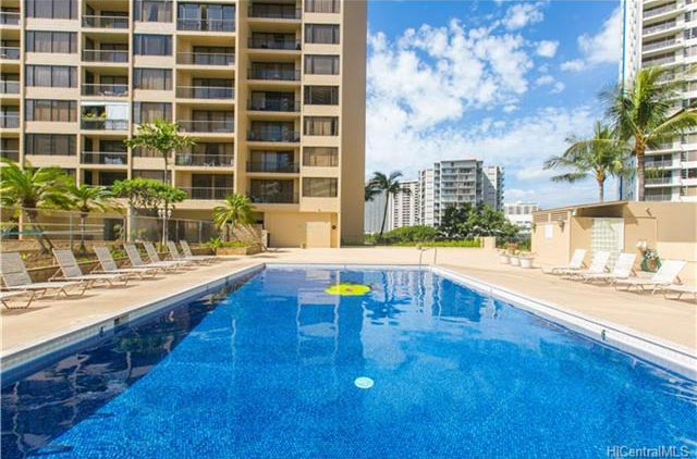 Chateau Waikiki Pool