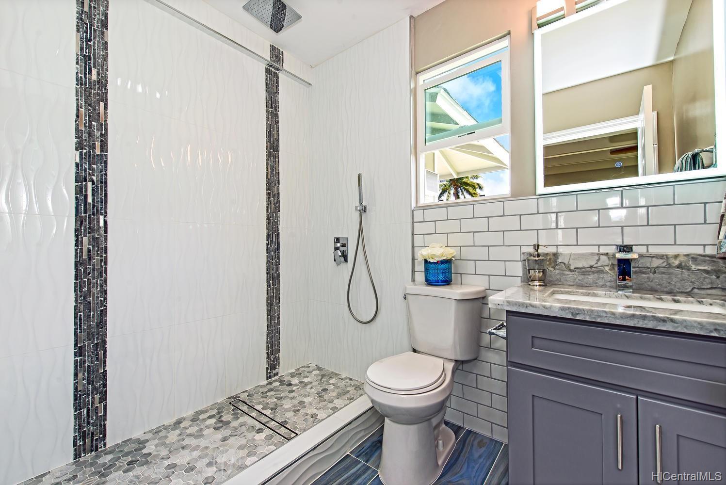 1055 Mowai St, Kailua, HI 96734 - Master Shower