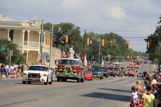 boerne-parade-down-main-street-berges-fest