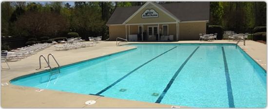 Oaks of Avent pool