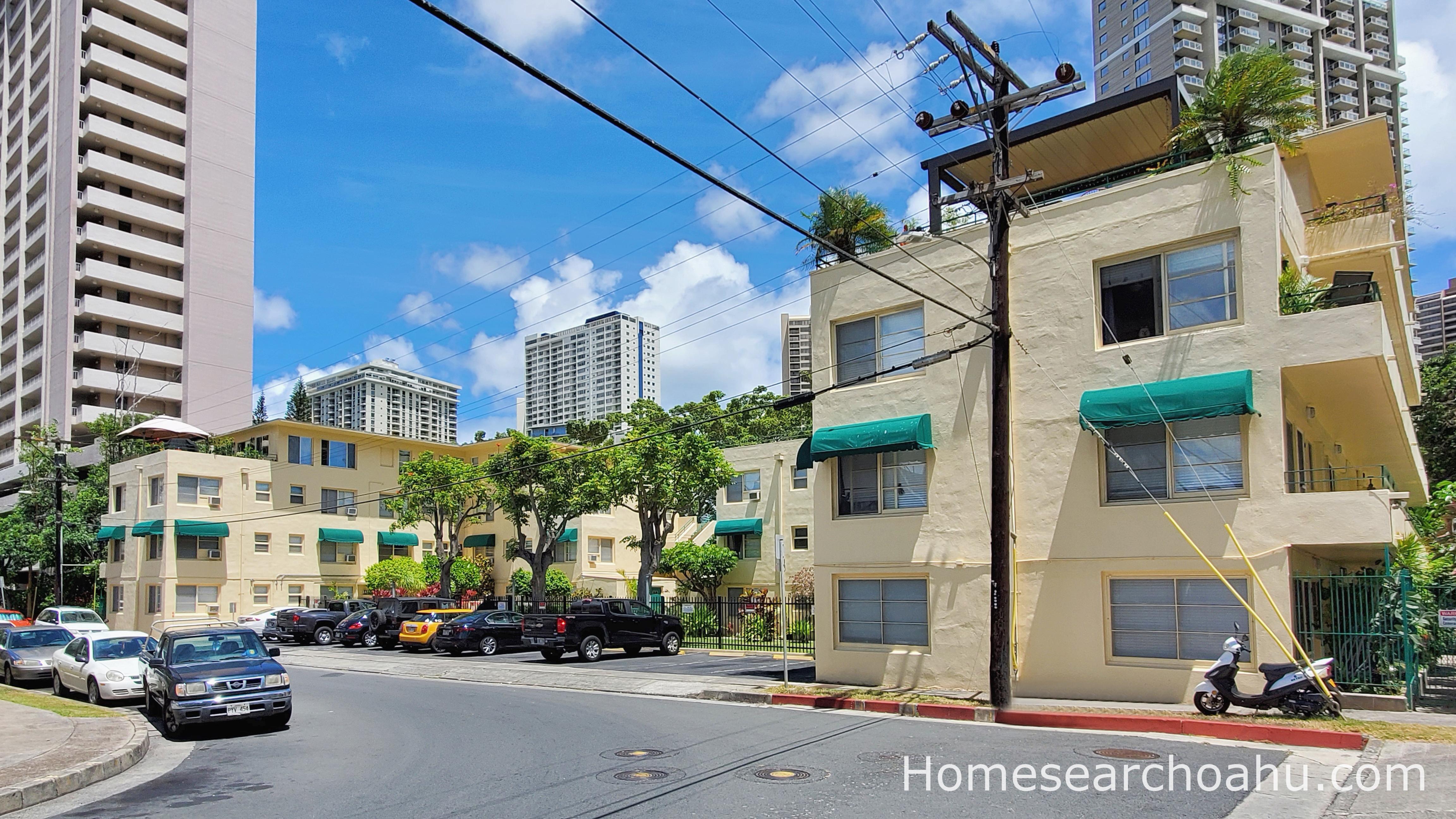 Commodore Waikiki Main Entrance