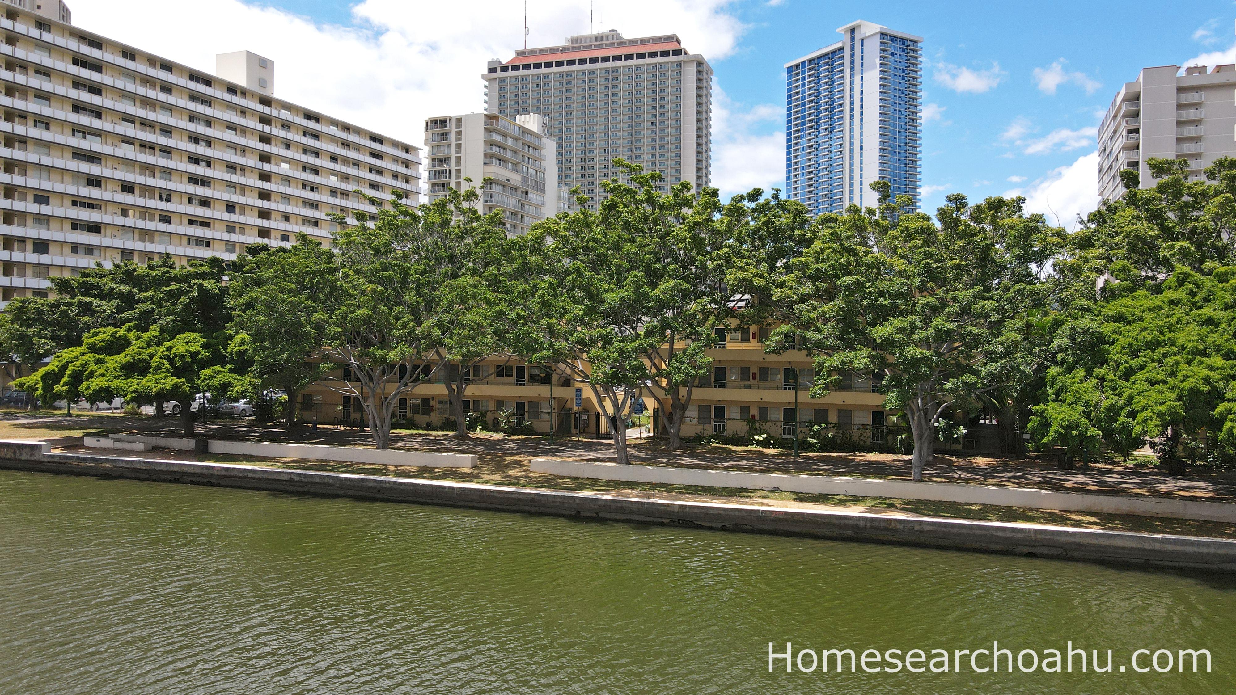 Commodore Waikiki Canal Access