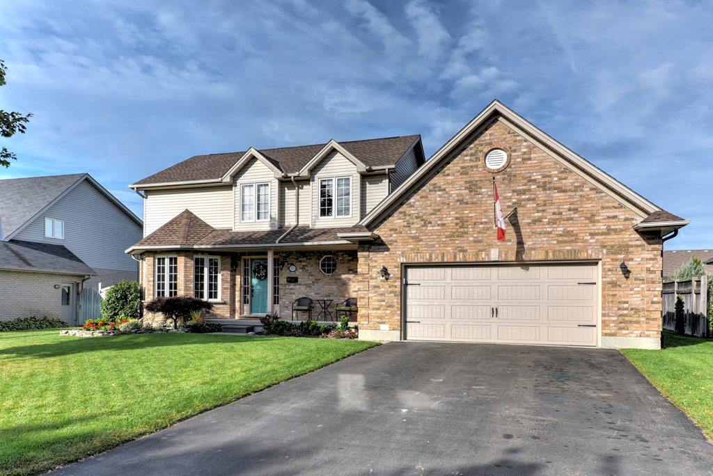 Image Of A Home For Sale With A Canadian Flag In Dorchester, ON - Wayne Jewell Sutton Diamond Realty