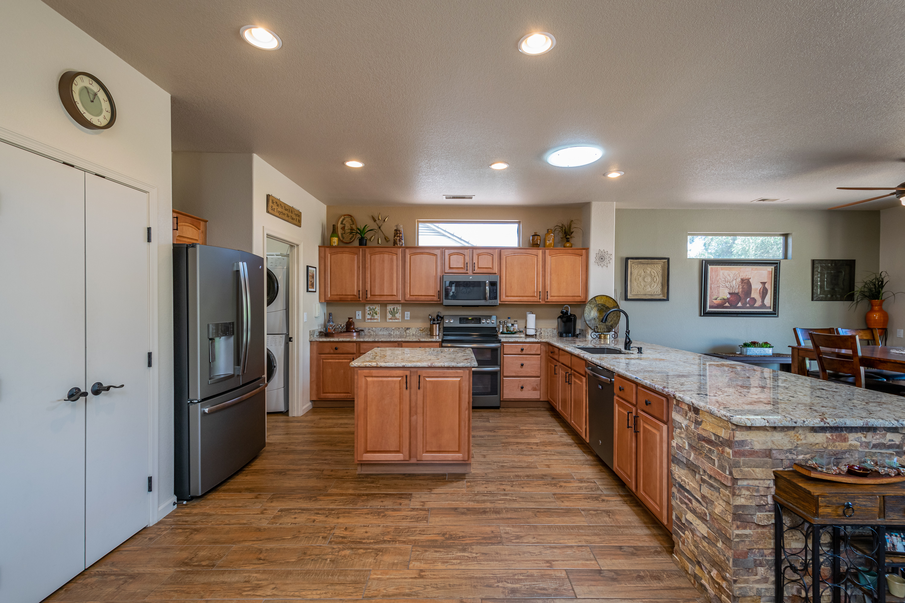 15764 W Spring Tree Way Surprise AZ Sun City Grand Kitchen w/granite