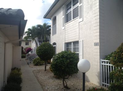 Harborside Villas front walkway