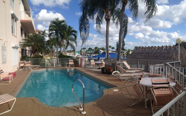 Pool at Parkway East Cape Coral