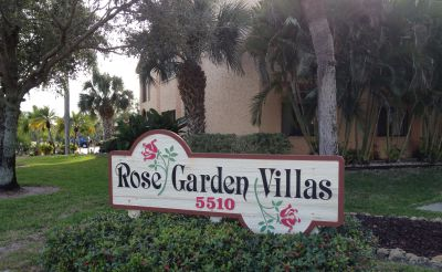 Rose Garden Villas Sign