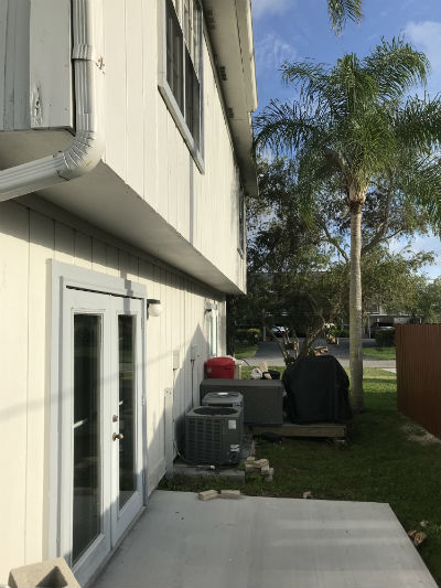 Rear decks with BBQ at Daves Court Cape Coral