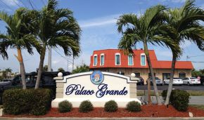 Palaco Grande Entrance Sign