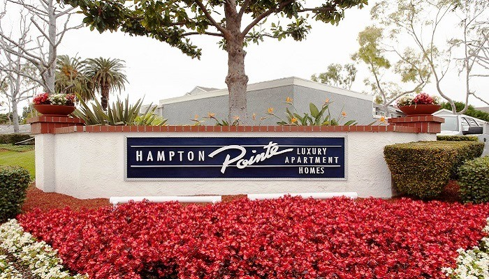 Real Estate in Hampton Pointe(Reston)