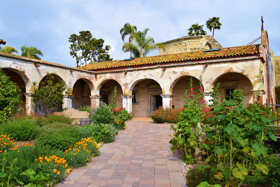 Search for a San Juan Capistrano home and San Juan Capistrano real estate.