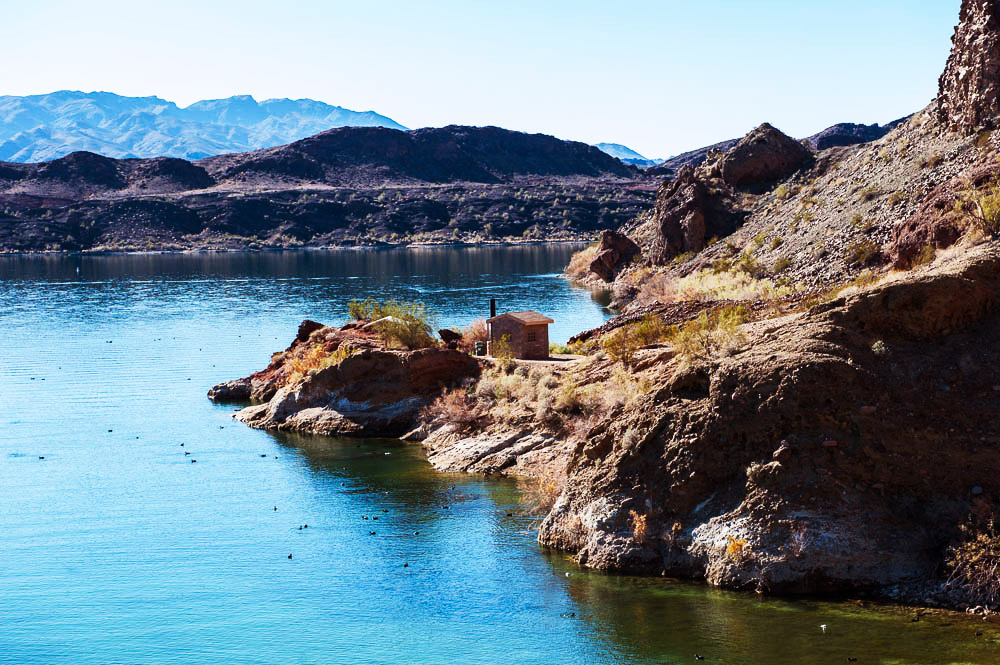 Shoreline camping on Lake Havasu Balance Rock