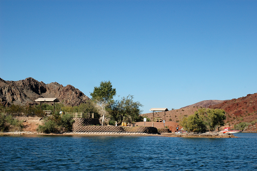 Friendly Island in Lake Havasu Camping