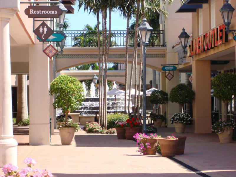 Miromar Outlets has been voted Best Shopping Experience, Best Factory Outlet Mall and Best Place to Buy Shoes in Southwest Florida with over top designer and brand name outlets with savings of up to 70% off retail prices.