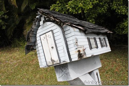 Raggedy Mail Box