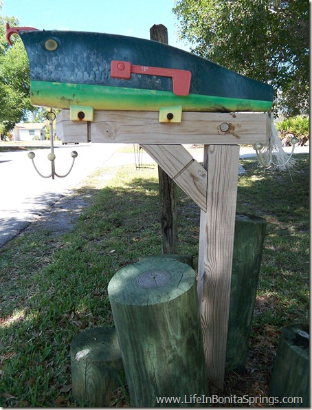 Bonita Shores Lure Mailbox