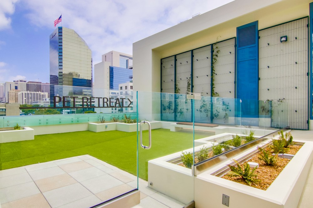 pet retreat - dog run - Savina Condos San Diego