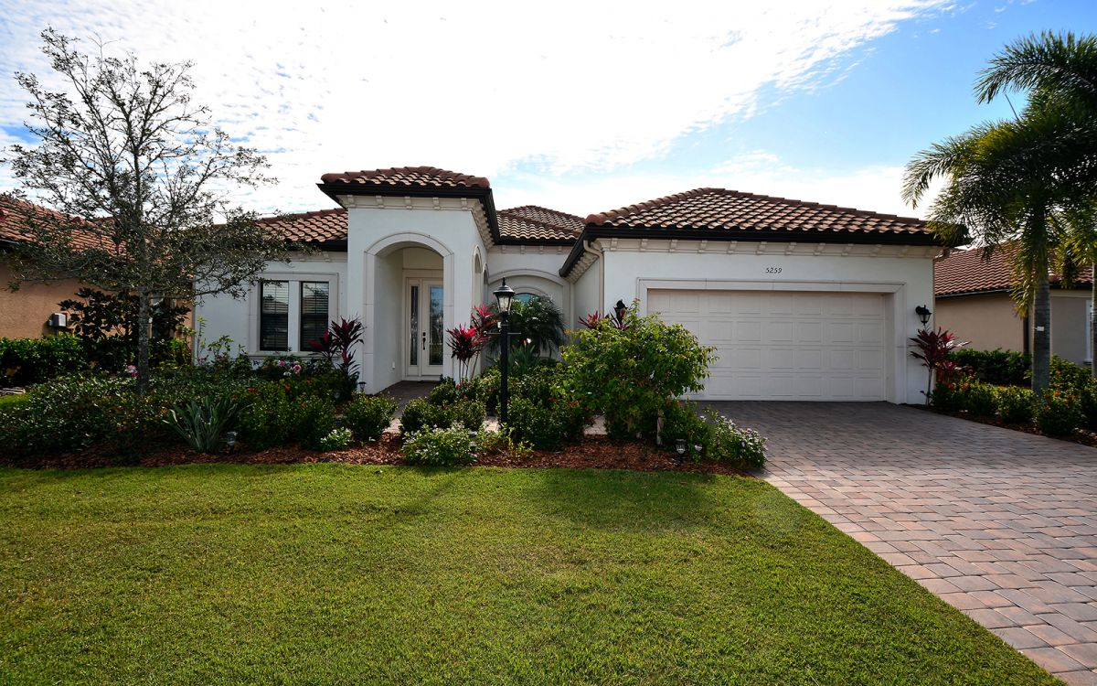 5259 Castello Front of House