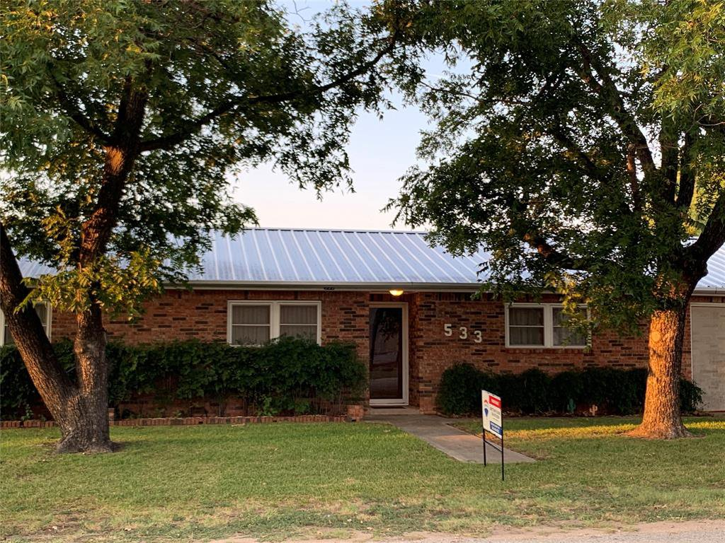 533 W Ross Avenue, De Leon, Texas 76444