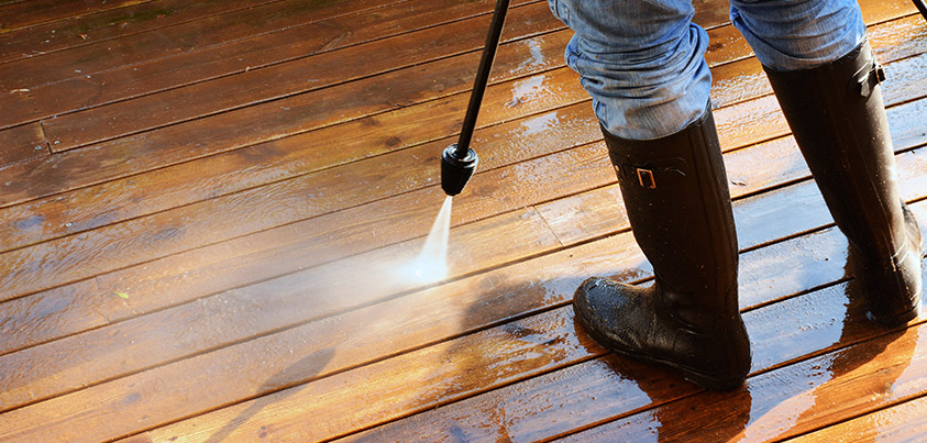 تصویر: https://u.realgeeks.media/networkwilmington1/professional-power-washing-deck-tips.jpg