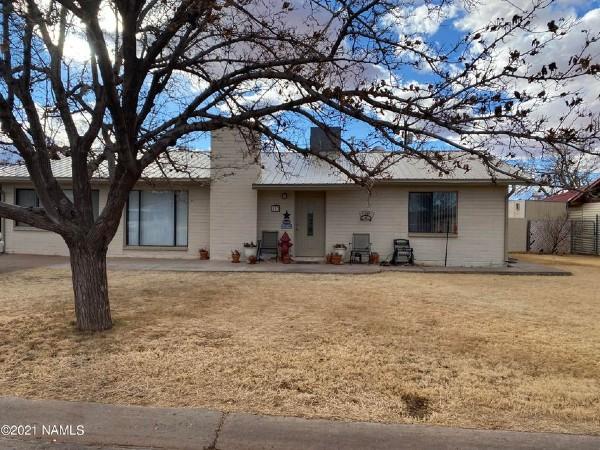 113 N Navajo Dr, Winslow, AZ 86001