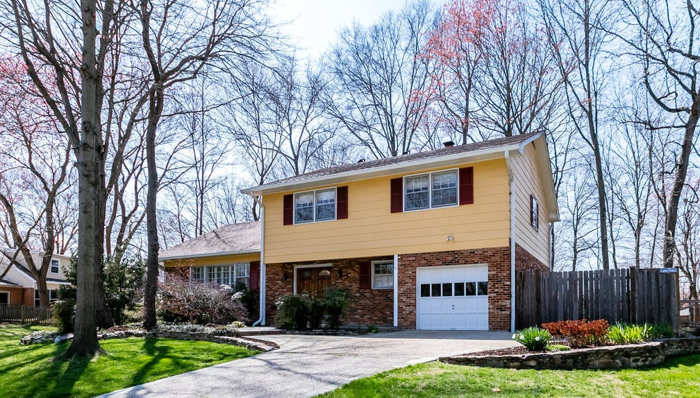 8412 Brewster Dr - Alexandria VA Home