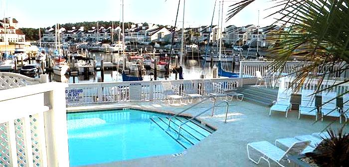 Pool at Mariner's Pointe