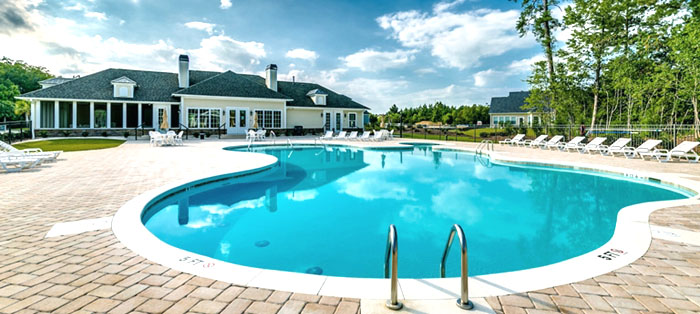 Pool and Clubhouse at Palm Lakes Plantation