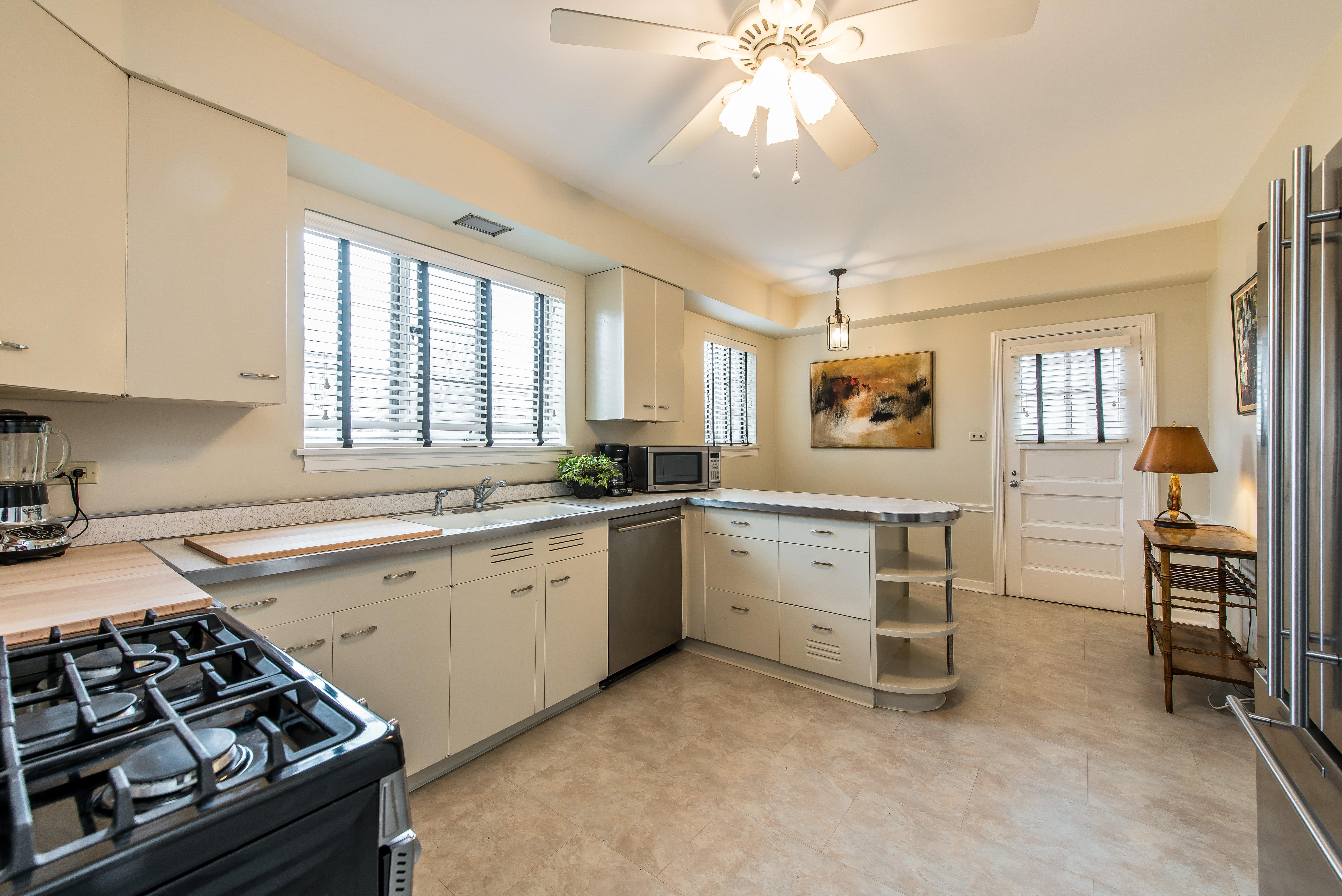 2151 Thornwood kitchen