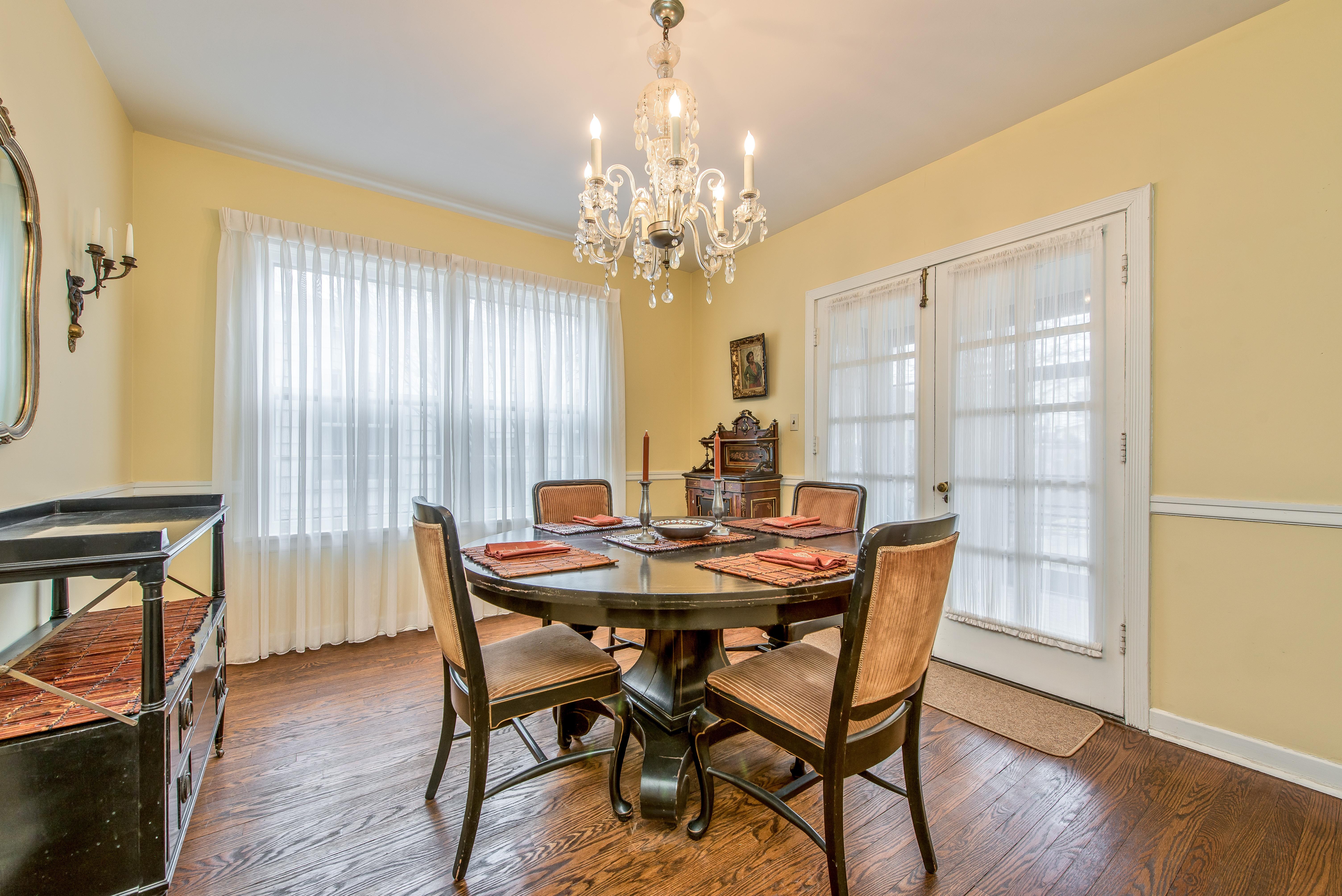 2151 Thornwood dining room
