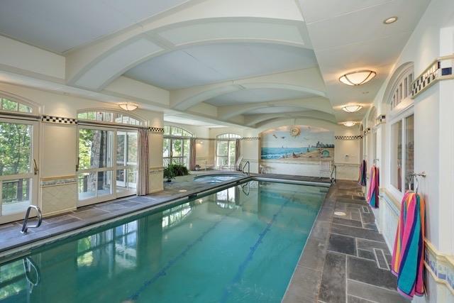 1235 Whitebridge Hill indoor pool