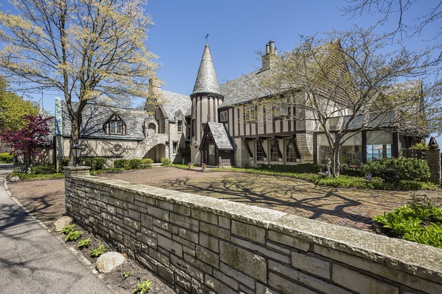 2445 Woodbridge Lane, Highland Park, IL